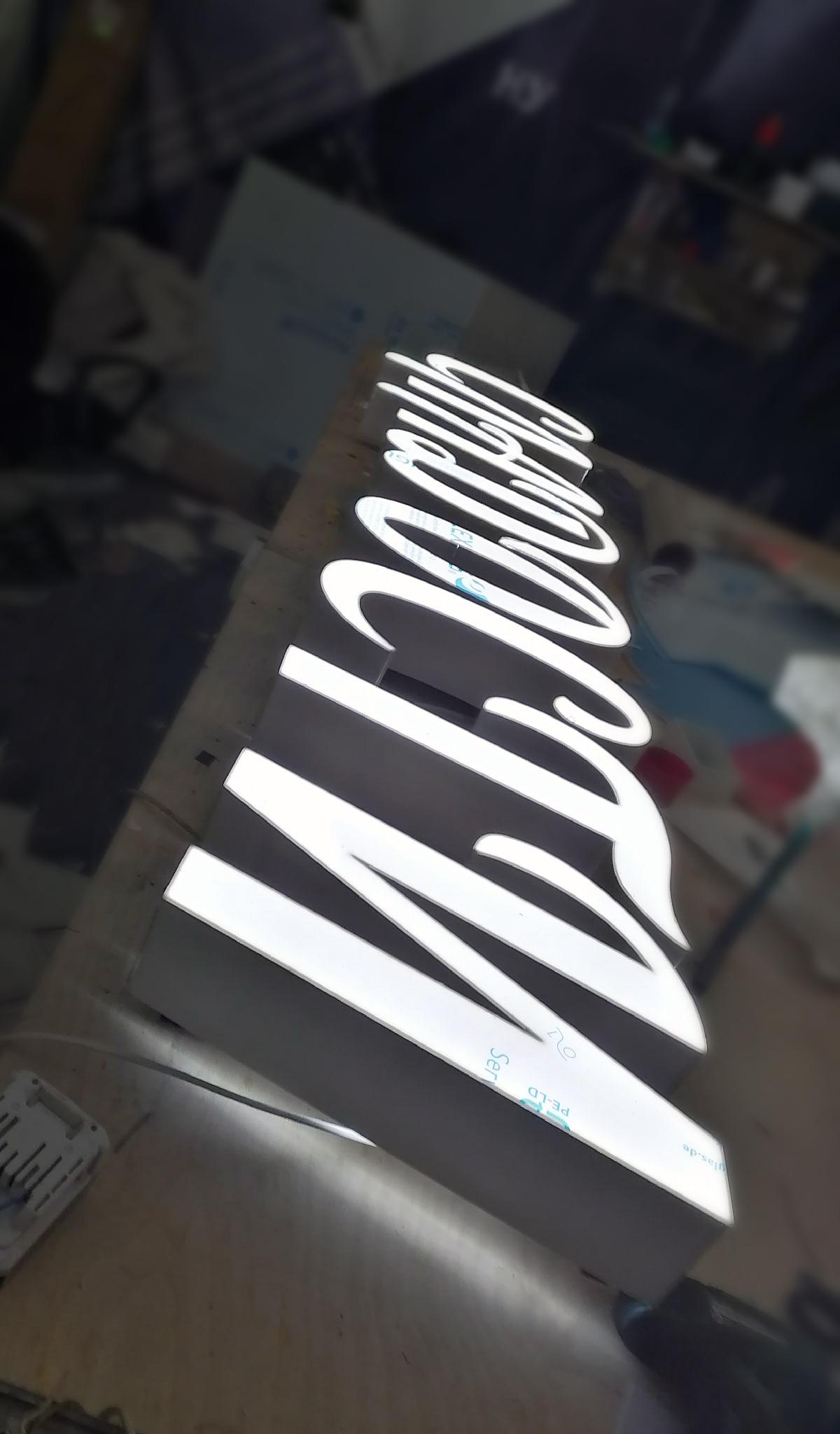 Объемные световые буквы для кондитерского магазина в Питере